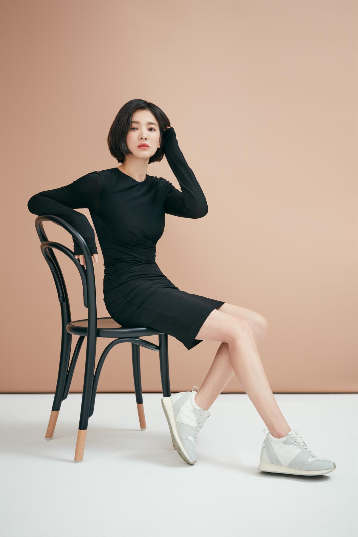 女神宋慧乔逆龄短发入境,为韩国女鞋品牌【Suecomma Bonnie】代言新品!